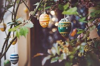 Le 6 decorazioni di Pasqua da appendere in casa, tra ghirlande e uova decorate