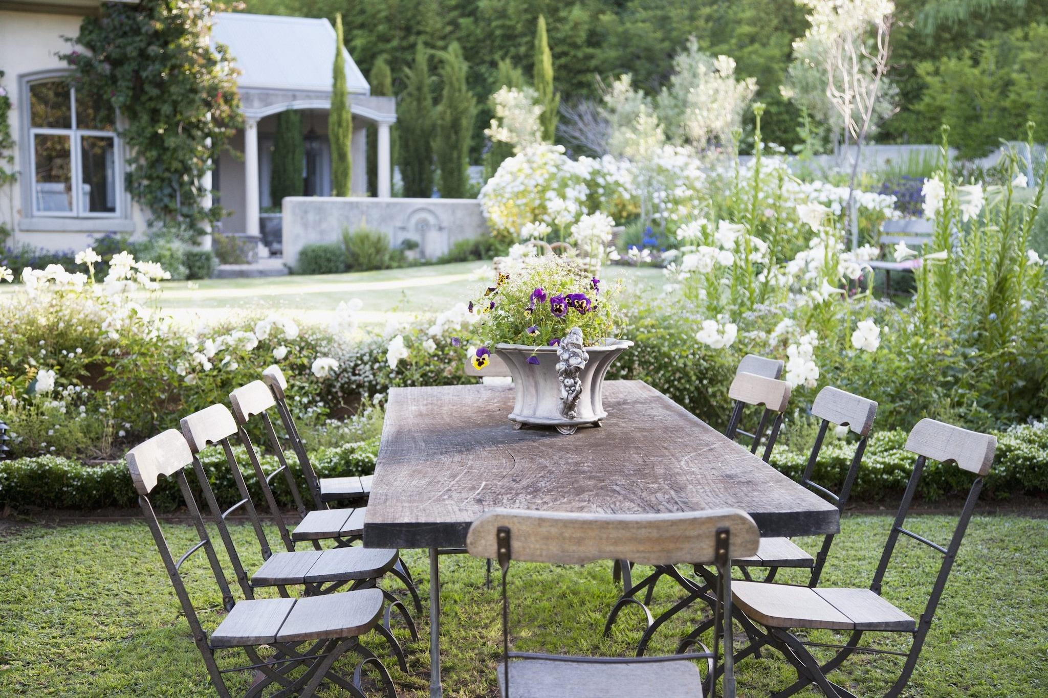 Idee Per Illuminare Un Giardino come arredare un giardino senza spendere molto