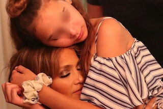 """J.Lo, i dolci auguri alla figlia del fidanzato: """"Ho conservato uno dei miei abiti più belli per te"""""""