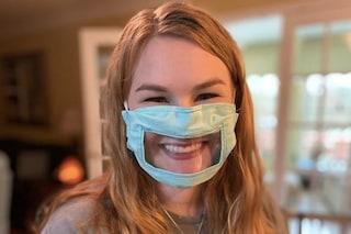 Il dolce gesto di una studentessa: cuce mascherine trasparenti per i sordi «così possono comunicare»