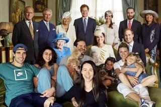 """Michelle Hunziker con la regina Elisabetta: in quarantena """"invita a pranzo"""" la Royal Family"""