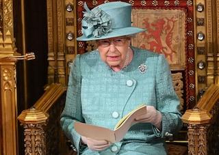 La regina Elisabetta parla alla nazione piegata dalla pandemia. Era accaduto solo altre tre volte