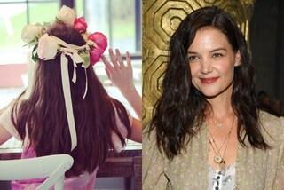 Suri Cruise con la corona di fiori per i 14 anni: la dedica di mamma Katie Holmes è dolcissima