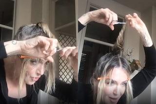 Paola Barale taglia da sola i capelli: il risultato è sorprendente e fa impazzire i social
