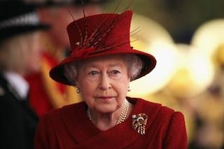 La regina Elisabetta II non apparirà più in pubblico: è a causa dell'emergenza Covid-19