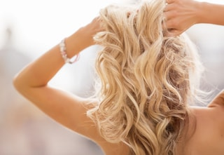 Come schiarire i capelli con 13 metodi naturali