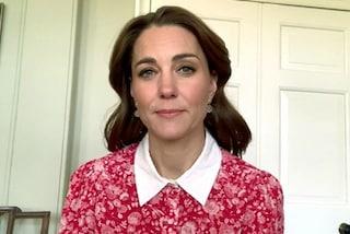 Kate Middleton, la primavera in quarantena è in rosso: l'abito da videochat costa oltre 600 euro