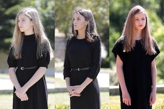 Letizia di Spagna torna in pubblico col tubino nero: Leonor e Sofia la imitano con i look coordinati