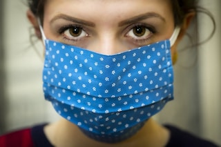 Maskne, cos'è l'acne da mascherina e i consigli per prevenirlo