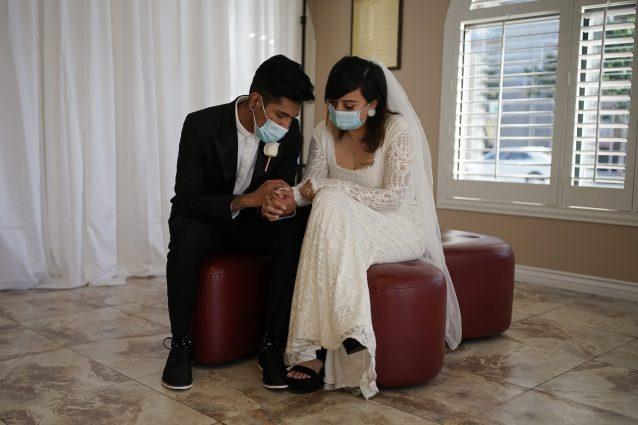 Matrimoni Coronavirus tutte rinunce degli sposi chiesa solo pochi mascherina
