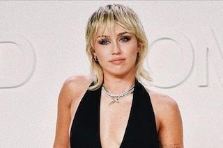 Miley Cyrus, il significato nascosto dietro il taglio mullet: è il simbolo della svolta musicale