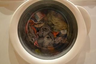 Come fare la lavatrice nel modo giusto: il segreto è usare sempre il detersivo liquido