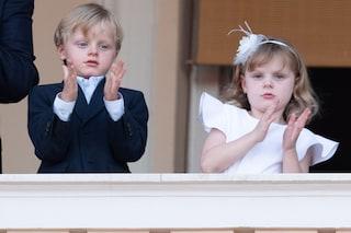 Jacques con la giacca, Gabriella in bianco: i principini di Monaco sono sempre più adorabili