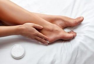 Le migliori creme piedi contro secchezza, screpolature e calli