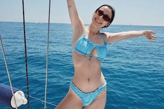 Aurora Ramazzotti in micro bikini, comincia l'estate mettendo in mostra un corpo da urlo