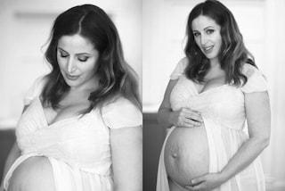 Clio Make-Up con le smagliature sul pancione: una mamma che non teme le imperfezioni della gravidanza
