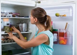 6 consigli e trucchi facili per un frigorifero pulito e igienizzato