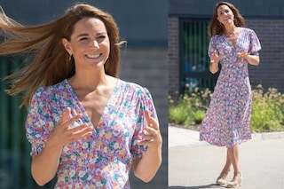 Kate Middleton regina di stile in estate: con abito a fiori lilla ed espadrillas è un incanto
