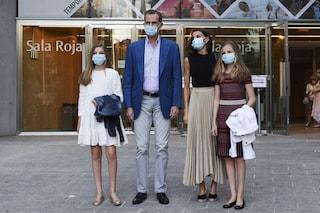 Letizia di Spagna con le zeppe, Leonor e Sofia in abiti bon-ton: i look post lockdown sono trendy