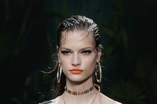 Il rossetto arancione è il must-have dell'estate 2020: i consigli per abbinarlo nel modo giusto