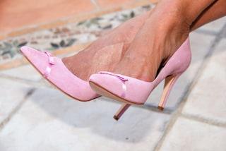Come camminare bene con i tacchi alti: i trucchi da usare per evitare il dolore ai piedi