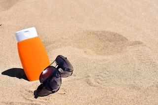 Addio solari pastosi, le creme protettive di oggi sono ecologiche e adatte alla skincare routine