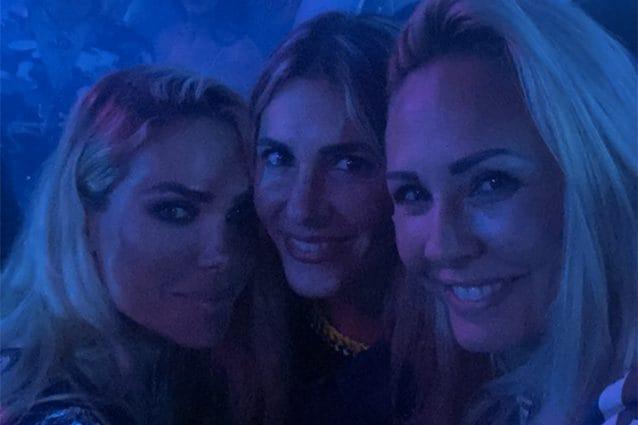 Ilary Blasi in discoteca con le sorelle Melory e Silvia
