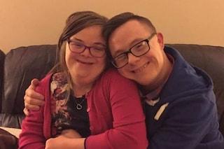 Distanti per mesi a causa del Covid-19, oggi la coppia con la sindrome di Down finalmente si sposa