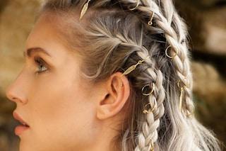 Hair piercing, i gioielli tra i capelli da provare subito per le acconciature dell'estate