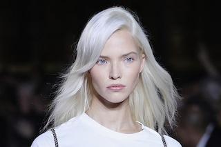 Nordic white, il biondo platino di tendenza per i capelli dell'estate 2020