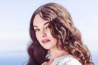 Deva Cassel come una dea in bianco: nel nuovo spot Dolce&Gabbana è identica a mamma Monica Bellucci