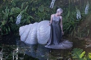 Dior veste ninfe e sirene di un mondo fatato: l'Alta Moda diventa una fiaba di Matteo Garrone