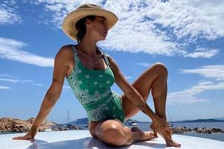 Elisabetta Canalis e la passione per i costumi bandana: sono il must-have dell'estate 2020