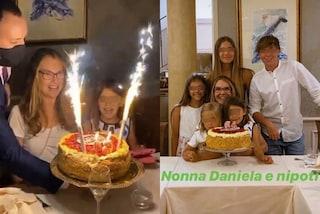 Ilary Blasi festeggia il compleanno di mamma Daniela: nonna e nipoti posano insieme e sono adorabili
