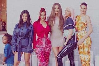 Il ritorno delle sorelle Kardashian-Jenner: nella prima foto post lockdown imitano le Spice Girls