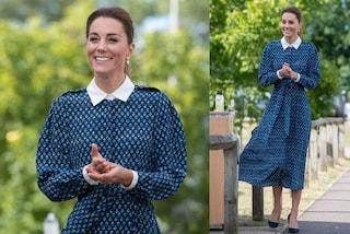 Kate Middleton torna allo stile bon-ton: l'abito col colletto collegiale è un omaggio a Lady Diana