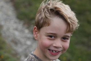 Il principe George non somiglia a papà William, è la fotocopia di James Middleton da piccolo