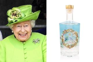La regina Elisabetta II produce il suo gin: così paga i debiti reali del post lockdown