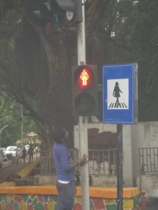 Sagome femminili sui semafori: così in India si combatte per la parità di genere