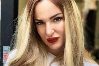 """Arisa cambia look: capelli lunghi e biondi per """"Ricominciare ancora"""""""