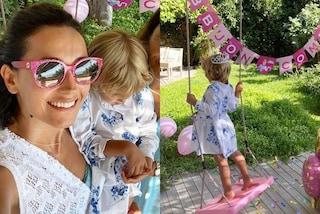 Caterina Balivo, la figlia Cora a 3 anni è già trendy: per il compleanno sfoggia chemisier e corona