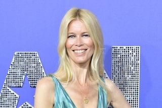 Claudia Schiffer compie 50 anni: buon compleanno alla prima vera top che ha rivoluzionato la moda