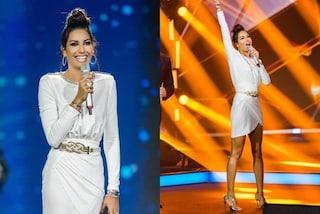 Elisabetta Gregoraci in bianco a Battiti Live: come una dea ma con lo chignon nella quarta puntata