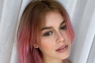 Kaia Gerber con i capelli rosa: è il secondo cambio look estremo dell'estate
