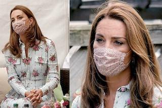 Kate Middleton, la prima volta con la mascherina (che si abbina all'abito floreale)