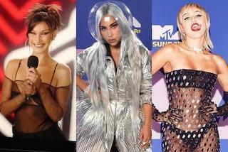 Mtv VMA's 2020, i look delle star: Lady Gaga astronauta, Miley Cyrus e Bella Hadid mostrano l'intimo