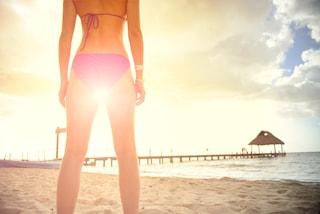 In forma in spiaggia: 3 esercizi della personal trainer da fare sotto l'ombrellone