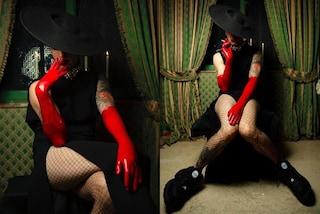 """Achille Lauro in versione Jessica Rabbit: è """"Maleducato"""" con zeppe e guanti rossi in latex"""