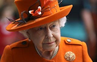 Elisabetta II avrebbe un disturbo ossessivo legato all'ordine: mette sempre le matite in fila