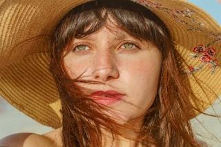 Macchie solari sul viso al rientro dalle vacanze: i rimedi per eliminarle